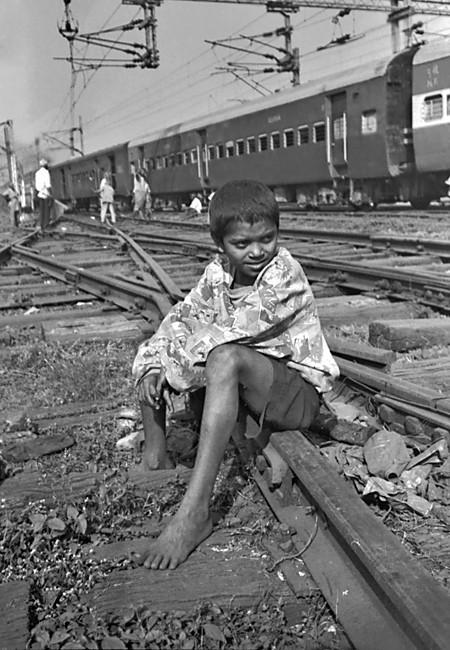 Imran sur les rails - Howrah Station, décembre 1999